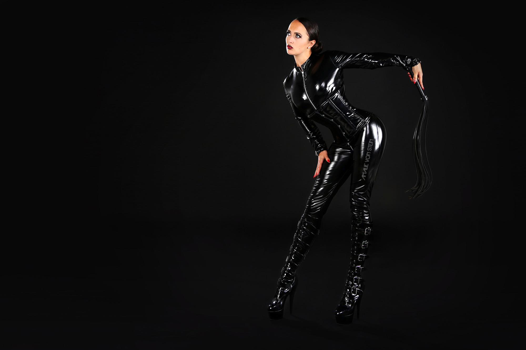 04_amalie-von-stein-black-dominant